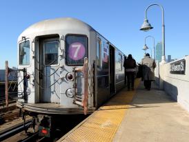 New_York_City_MTA_7_subway_at_33rd_and_Rawson